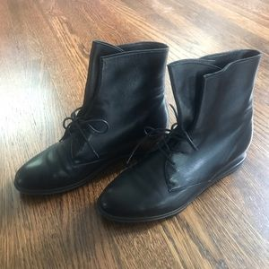 EUC Stuart Weitzman Ankle Boots Size 6